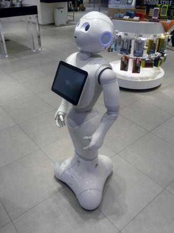 22237-pepper-robot-min.jpg