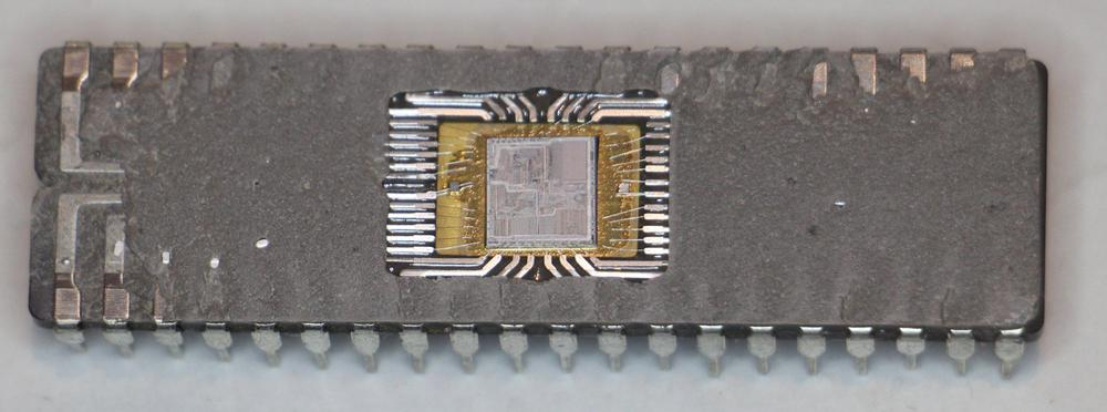 The 8086 die is visible in the middle of the integrated circuit package.
